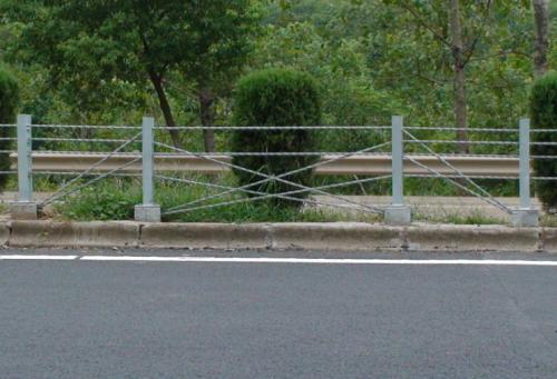 绳索护栏:缆索护栏产品应用特点及产品本身效果